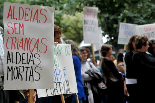 Pais e autarquia protestam contra encerramento de escola básica no concelho de Góis