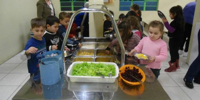 Autarquia de Mortágua oferece refeições a alunos e comparticipa nos livros escolares