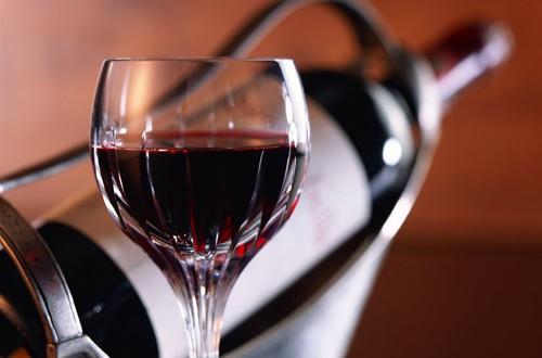 Cientistas canadianos estudam propriedades do vinho tinto no combate ao cancro do pulmão
