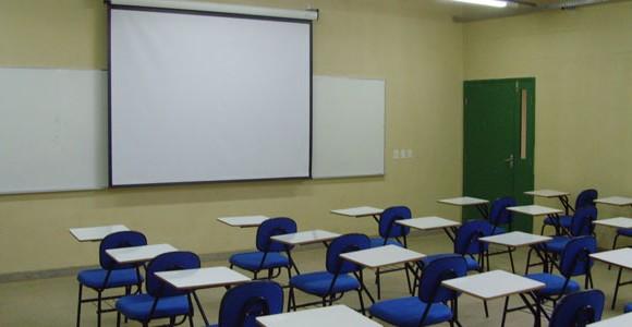 Pais ameaçam impedir abertura do ano lectivo em escola de Penacova