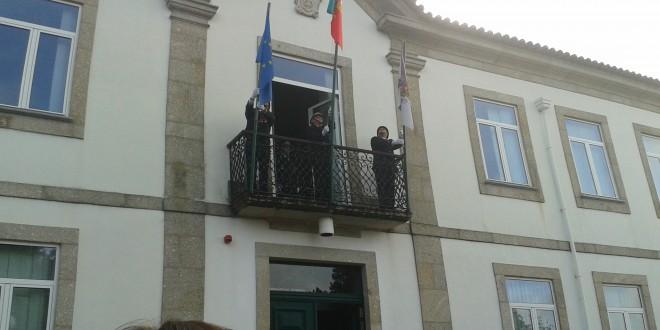 Hastear da bandeira e fanfarra dos bombeiros deram início às comemorações do Feriado municipal de Oliveira do Hospital