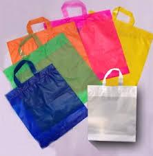 Sacos de plástico vão custar dez cêntimos no próximo ano