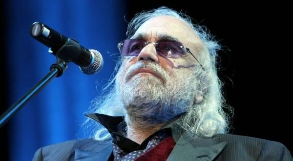 O cantor grego Demis Roussos morreu aos 68 anos.